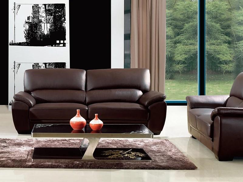 Sofa da màu nâu cho không gian mang hơi hướng cổ điển.